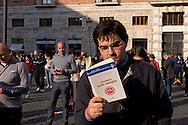 """Roma 23 Maggio 2015<br /> Veglia del movimento Sentinelle in piedi, in piazza San Silvestro,  in favore della famiglia """"tradizionale"""" e contro le Unioni Civili e i matrimoni gay, le persone che hanno partecipato alla veglia  sono rimaste in piedi in silenzio, per un'ora, leggendo un libro.<br /> Rome May 23, 2015<br /> Vigil of the movement Sentinels standing in Piazza San Silvestro, in favor of """"traditional"""" family and against civil unions and gay marriage,  people who participated in the vigil were left standing in silence for an hour, reading a book."""