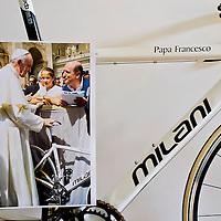 Due ruote di bontà, la bici di Papa Francesco