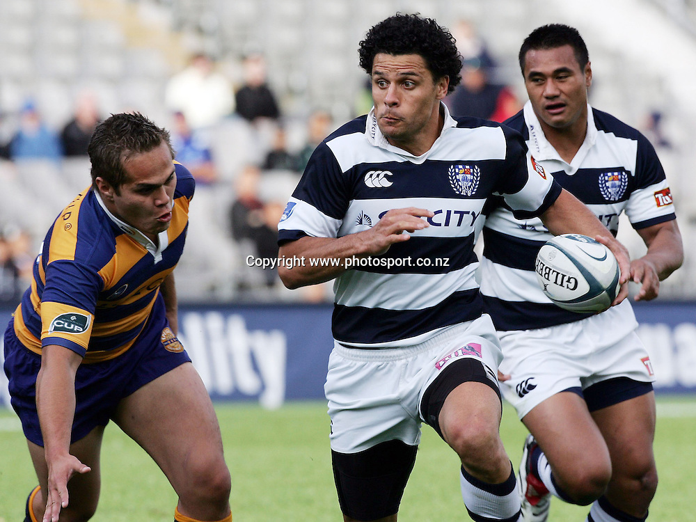 Doug Howlett in action during the Air NZ Cup rugby match between Auckland and Bay of Plenty at Eden Park, Auckland, New Zealand on 7 October, 2006. Auckland won the match 47 - 14. Photo: Hannah Johnston/PHOTOSPORT<br /> <br /> <br /> <br /> <br /> 071006