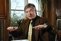 07 APR 2000, BERLIN/GERMANY:<br /> Prof. Dr. Andreas Troge, Präsident Umweltbundesamt, während einem Interview, in seinem Büro, Umweltbundesamt<br /> IMAGE: 20000407-01/01-27