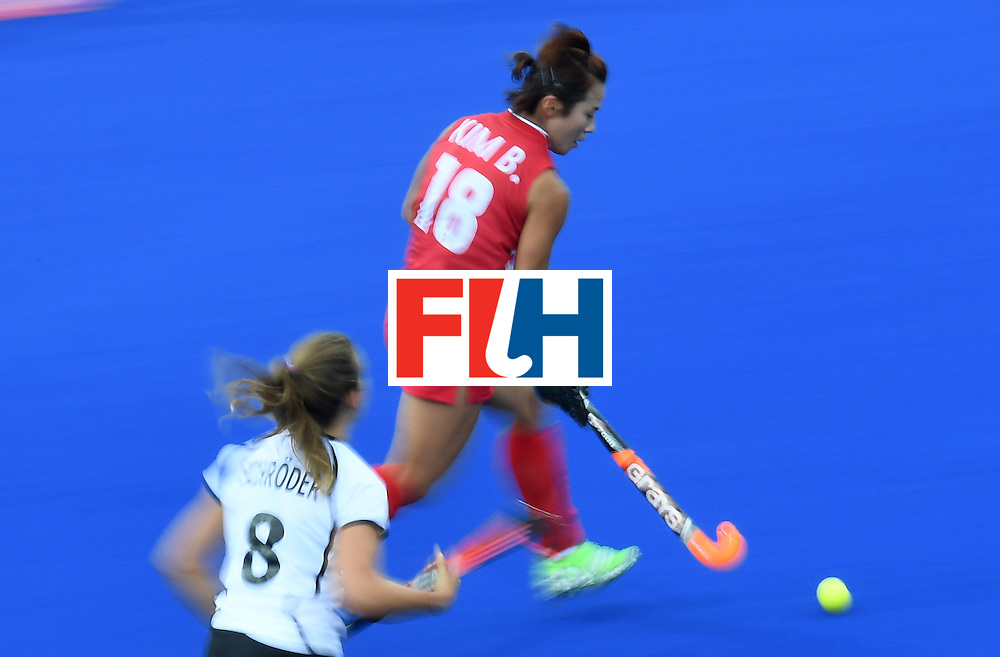 South Korea's Kim Bomi controls the ball during the women's field hockey Germany vs South Korea match of the Rio 2016 Olympics Games at the Olympic Hockey Centre in Rio de Janeiro on August, 10 2016. / AFP / MANAN VATSYAYANA        (Photo credit should read MANAN VATSYAYANA/AFP/Getty Images)