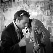 LE PEINTRE PIERRE ZUFFEREY LE SCULPTEUR ANDRE RABOUD DANS L' ATELIER DE ZUFFEREY A SIERRE EN MAI 2010. ART PEINTURE EXPO CREATION ARTISTE. (PHOTO-GENIC.CH/ OLIVIER MAIRE) NO SALES - COPYRIGHT Omaire 2010. (PHOTO-GENIC.CH/ OLIVIER MAIRE)
