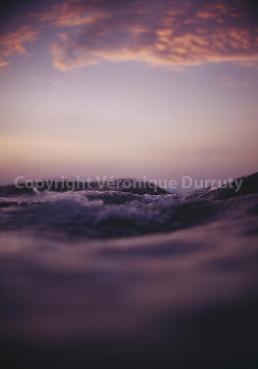 L'eau de l'Ocean Indien au coucher du soleil, Seychelles