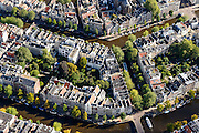 Nederland, Noord-Holland, Amsterdam, 27-09-2015; Binnenstad van Amsterdam, grachtengordel ter hoogte van Leidsegracht, midden rechts. Herengracht en  Keizersgracht (onder). <br /> Crossing canals, belt of Canals, Amsterdam City Centre.<br /> <br /> luchtfoto (toeslag op standard tarieven);<br /> aerial photo (additional fee required);<br /> copyright foto/photo Siebe Swart