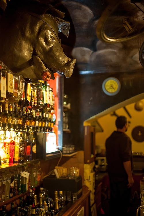 "Die Bar ""Prace"" (Arbeit) in Prag Holesovice."