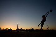 Ibiai_MG, Brasil...Rio Sao Francisco, o rio da integracao nacional. Na foto, criancas jogando futebol proximo ao rio...The Sao Francisco river, It is an important river for Brazil, called the river of national integration. In this photo, the children playing soccer...Foto: LEO DRUMOND / NITRO