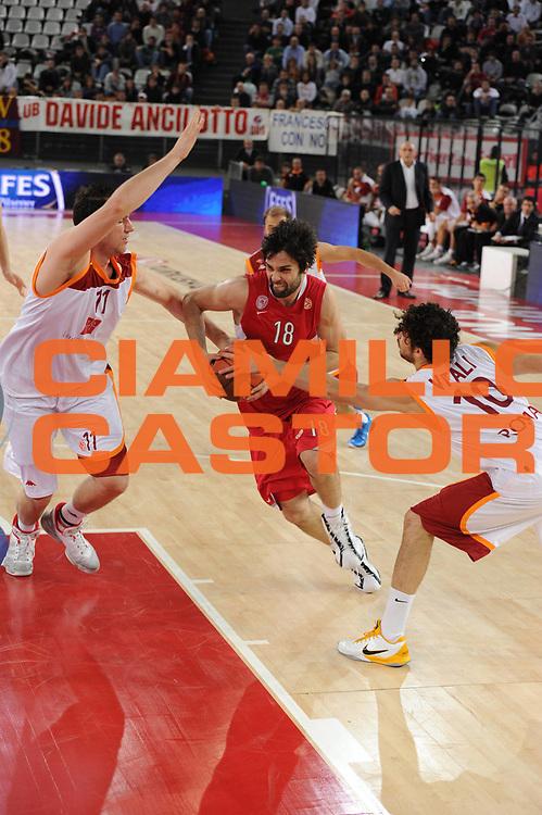 DESCRIZIONE : Roma Eurolega 2010-11 Lottomatica Virtus Roma Olympiacos Pireo Atene<br /> GIOCATORE : Milos Teodosic<br /> SQUADRA : Olympiacos Pireo Atene<br /> EVENTO : Eurolega 2010-2011<br /> GARA :  Lottomatica Virtus Roma Olympiacos Pireo Atene<br /> DATA : 17/11/2010<br /> CATEGORIA : palleggio<br /> SPORT : Pallacanestro <br /> AUTORE : Agenzia Ciamillo-Castoria/GiulioCiamillo<br /> Galleria : Eurolega 2010-2011<br /> Fotonotizia : Roma Eurolega Euroleague 2010-11 Lottomatica Virtus Roma Olympiacos Pireo Atene<br /> Predefinita :