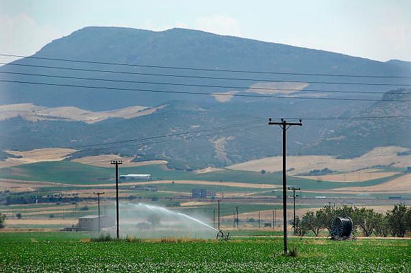 Griekenland, Larissa, 5-7-2008Droogte in de Griekse landbouwgebieden.Het land wordt beregend.Drought in the greek agricultural areas. Foto: Flip Franssen