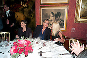SADIE COLES; MARIO TESTINO; DONATELLA VERSACE Dinner hosted by Elizabeth Saltzman for Mario Testino and Kate Moss. Mark's Club. London. 5 June 2010. -DO NOT ARCHIVE-© Copyright Photograph by Dafydd Jones. 248 Clapham Rd. London SW9 0PZ. Tel 0207 820 0771. www.dafjones.com.