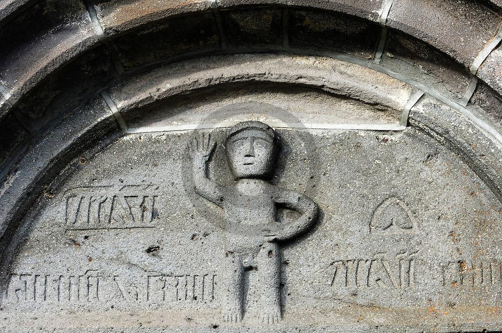 17/12/06 - SAINT ALYRE ES MONTAGNE - PUY DE DOME - FRANCE - Porche de l Eglise de Saint Alyre - Photo Jerome CHABANNE