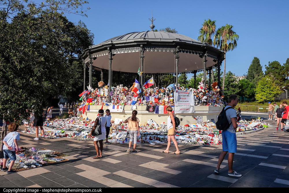 © Licensed to London News Pictures. 28/07/2016. Nice, FRANCE Flowers and tributes in Nice, France, today 29th July 2016 two weeks after a terrorist attack left 84 dead. On the evening of 14 July 2016, 84 people were killed and 308 injured when a 19 tonne cargo truck was deliberately driven into crowds celebrating Bastille Day on the Promenade des Anglais in Nice, France. Photo credit : Stephen Simpson/LNP