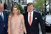 5 mei-concert op de Amstel / May 5 liberatrion concert at the Amstel<br /> <br /> Op de foto / On the photo:  Koning Willem-Alexander en koningin Maxima komen aan bij theater Carre. ///  King Willem-Alexander and Queen Maxima attend the Carre Theater.