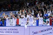 LIGNANO SABBIADORO, 13 LUGLIO 2015<br /> BASKET, EUROPEO MASCHILE UNDER 20<br /> ITALIA-SERBIA<br /> NELLA FOTO: team esultanza<br /> FOTO FIBA EUROPE/CASTORIA
