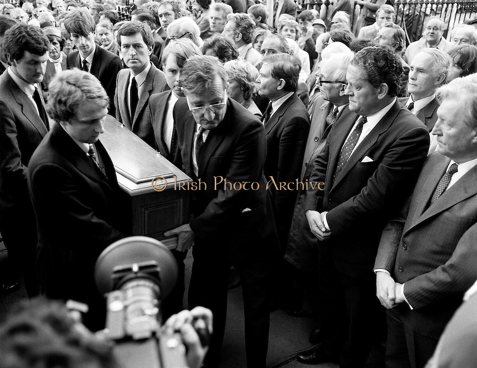 Family and friends of George Colley carry his remains into the Church of Three Patrons, Rathgar, Dublin. Many Fianna Fáil colleagues were present, including Charles Haughey TD and Brian Lenihan TD. In a long and distinguished political career, Colley had served as Minister for Education, Minister for Industry and Commerce, Minister for Finance, Minister for the Public Service, and Tánaiste.<br /> 19 September 1983