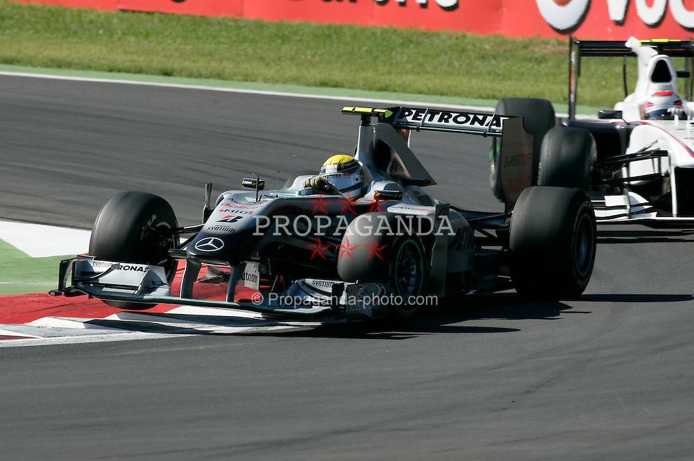 Motorsports / Formula 1: World Championship 2010, GP of Italy, Monza, Drucluftschrauber, 04 Nico Rosberg (GER, Mercedes GP Petronas), 23 Kamui Kobayashi (JPN, BMW Sauber F1 Team),