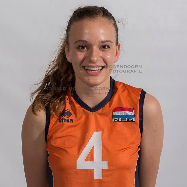 07-06-2016 NED: Jeugd Oranje meisjes <2000, Arnhem<br /> Photoshoot met de meisjes uit jeugd Oranje die na 1 januari 2000 geboren zijn / Dagmar Boom