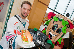 "Sheffield Steelers Ben Simon and Subman take tot the treadmill with one of the ""Healthier Way"" range of Subs at Centertainment Sheffield Branch.26  October 2010 .Images © Paul David Drabble"
