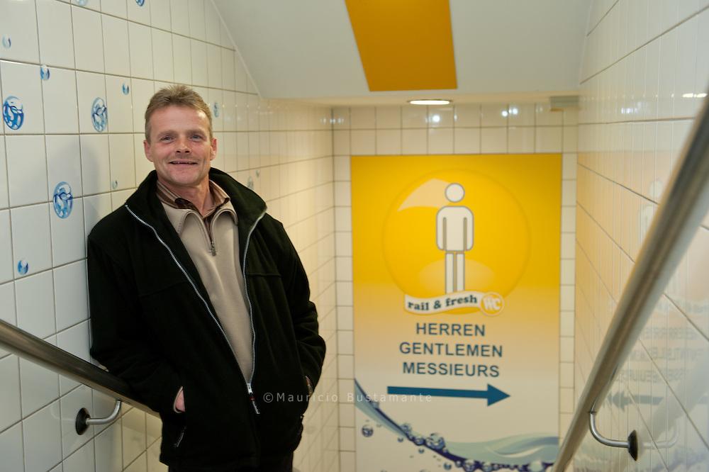 Andreas Utt wissen, angestellt bei Hering Bau, Deutschlands Marktführer für öffentliche Toiletten..Ortstermin unter der Kersten-Miles-Brücke
