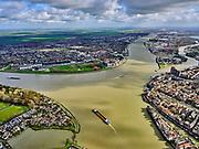 Nederland, Zuid-Holland, Dordrecht, 25-02-2020; samenstroming van de rivieren Oude Maas, de Noord en Beneden Merwede. Binnenstad van Dordrecht (rechts), Zwijndrecht (links, Papendrecht aan de horizon. <br /> Confluence of the rivers Oude Maas, Noord and Beneden Merwede. Historical city centre Dordrecht.<br /> <br /> luchtfoto (toeslag op standard tarieven);<br /> aerial photo (additional fee required)<br /> copyright © 2020 foto/photo Siebe Swart