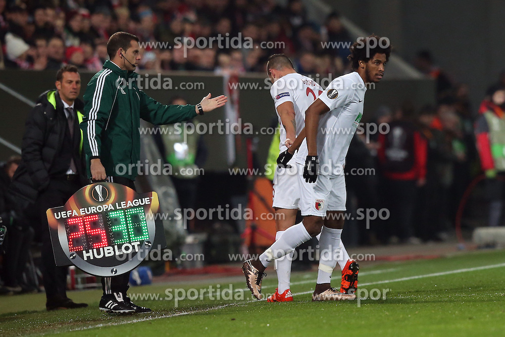 18.02.2016, WWKArena, Augsburg, GER, UEFA EL, FC Augsburg vs FC Liverpool, Sechzehntelfinale, Hinspiel, im Bild Raul Bobadilla ( FC Augsburg ) muss verletzt raus rechts Caiuby ( FC Augsburg ) // during the UEFA Europa League Round of 32, 1st Leg match between FC Augsburg and FC Liverpool at the WWKArena in Augsburg, Germany on 2016/02/18. EXPA Pictures © 2016, PhotoCredit: EXPA/ Eibner-Pressefoto/ Langer<br /> <br /> *****ATTENTION - OUT of GER*****