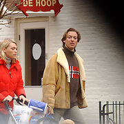 Laurens Last, man Chimene van Oosterhout, winkelend met vriendin