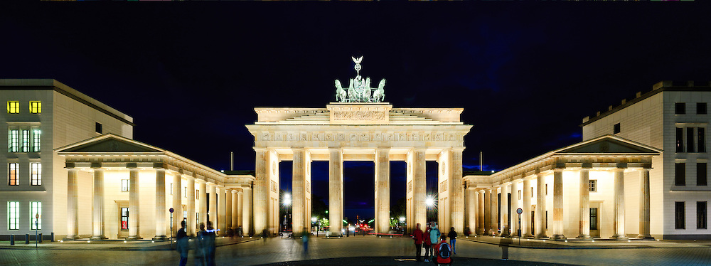 High resolution panorama of the Brandenburg Gate at night from directly straight on from the Pariser Platz side.