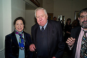 MAGGIE PEARLSTINE; LORD HATTERSLEY, Colman Getty PEN QUIZ 2008, Cafe Royal. London. 24 November 2008 *** Local Caption *** -DO NOT ARCHIVE -Copyright Photograph by Dafydd Jones. 248 Clapham Rd. London SW9 0PZ. Tel 0207 820 0771. www.dafjones.com