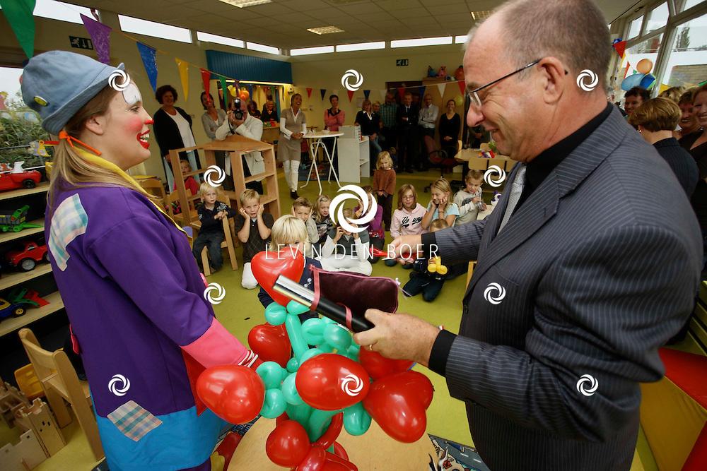 OPIJNEN - De officiele opening van De Rietpeuterspeelzaal door de Wethouders en de Clown. FOTO LEVIN DEN BOER - PERSFOTO.NU