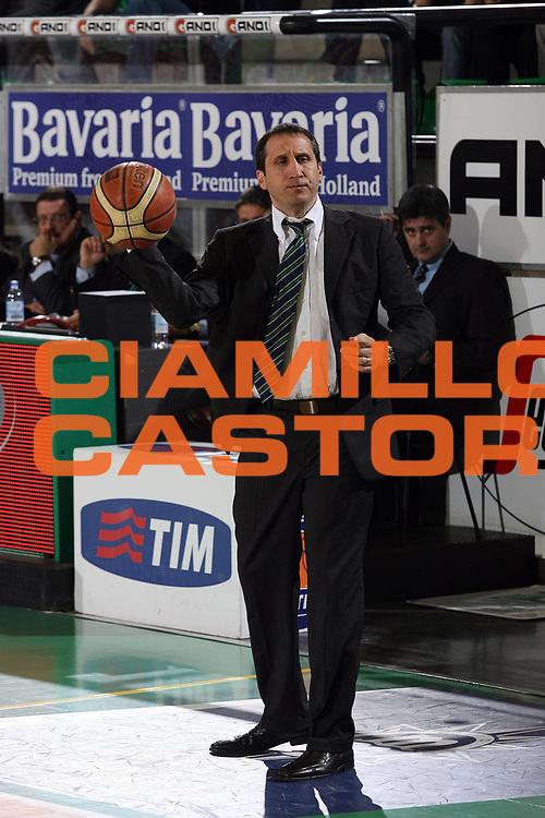 DESCRIZIONE : Treviso Lega A1 2006-07 Benetton Treviso Montepaschi Siena <br /> GIOCATORE : Blatt Passaggio Palla  <br /> SQUADRA : Benetton Treviso<br /> EVENTO : Campionato Lega A1 2006-2007 <br /> GARA : Benetton Treviso Montepaschi Siena <br /> DATA : 22/04/2007 <br /> CATEGORIA : Ritratto Curiosita <br /> SPORT : Pallacanestro <br /> AUTORE : Agenzia Ciamillo-Castoria/M.Marchi