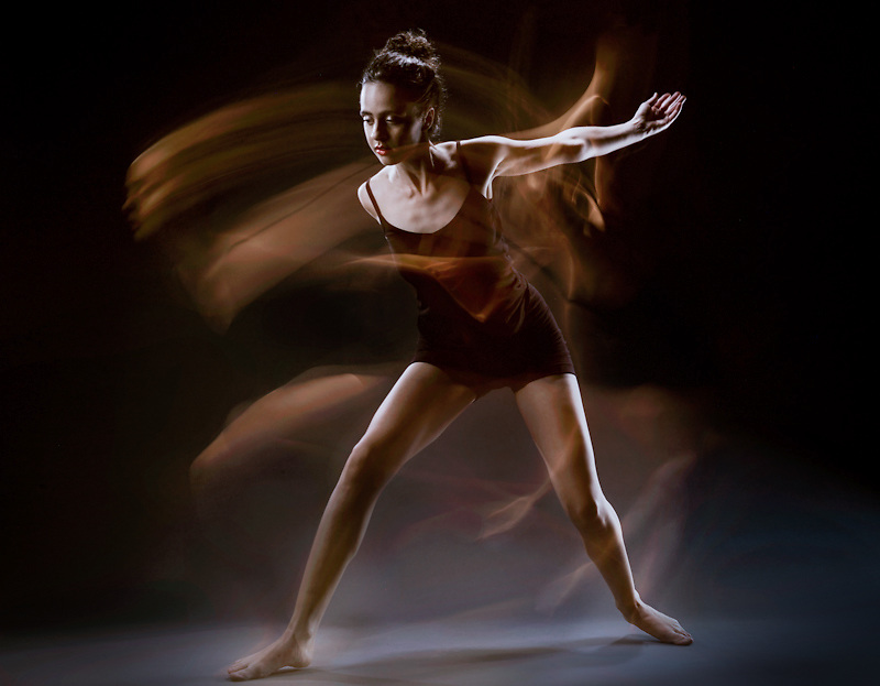 The fluidity of contemporary and modern dance captured in the studio