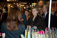 PRINCESSE LEA DE BELGIQUE -  La Princesse L&eacute;a de Belgique lors de l'inauguration de la 2eme Edition du Salon du Chocolat &agrave; Bruxelles. Lors du d&eacute;fil&eacute; la Princesse  &agrave; re&ccedil;u un bouquet de roses blanches en chocolat. Belgique, Bruxelles, le 05 f&eacute;vrier 2015.<br /> LEA PRINCESS OF BELGIUM - Princess Lea of Belgium at the inauguration of the 2nd Edition of the Salon du Chocolat in Brussels. During the parade at the Princess received a bouquet of white roses in chocolate. Belgium, Brussels, 5 February 2015.