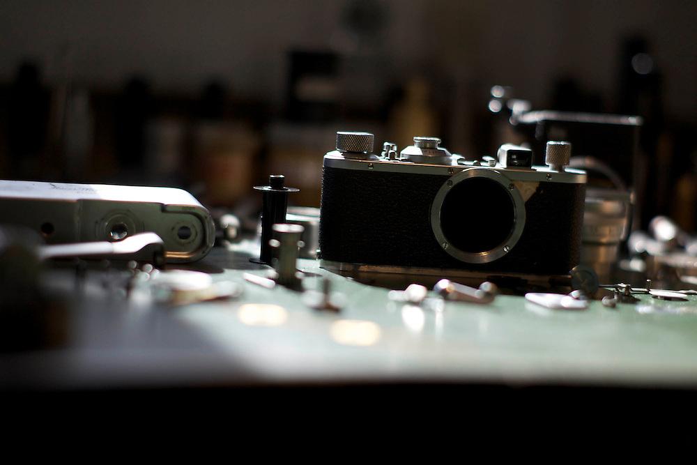 Ehringshausen | Deutschland | 04.03.2012 : Ottmar Michaely ist eine internationale Instanz wenn es um die Wartung und Instandsetzung alter Leicas geht. Aus der ganzen Welt kommen Kameras zur Wartung und Reparatur zu ihm. Selbst alte Kameras f&uuml;r die Leica selbst den Service eingestellt hat werden von ihm wieder zum Leben erweckt.<br /> <br /> <br /> hier: <br />   <br /> Sascha Rheker<br /> 20110311<br /> <br /> [Inhaltsveraendernde Manipulation des Fotos nur nach ausdruecklicher Genehmigung des Fotografen. Vereinbarungen ueber Abtretung von Persoenlichkeitsrechten/Model Release der abgebildeten Person/Personen liegt/liegen nicht vor.] [No Model Release | No Property Release]