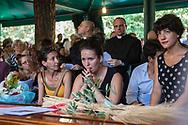 Roma, 15/07/2017: Funerali di Giovanni Franzoni mancato all'et&agrave; di 88 anni dopo una vita dedicata al prossimo e alla teologia. Comunit&agrave; di San Paolo raccolta nel Centro anziani del Parco Shuster.<br /> &copy; Andrea Sabbadini