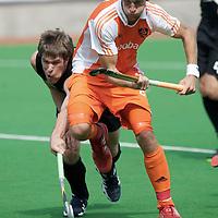 MELBOURNE - Champions Trophy men 2012<br /> Netherlands v New Zealand<br /> Nederland naar de halve finale<br /> foto: Billy Bakker duel met James Coughlan.<br /> FFU PRESS AGENCY COPYRIGHT FRANK UIJLENBROEK