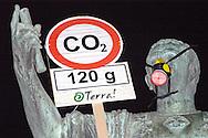 """Roma 5 Giugno 2008.  <br /> L' Associazione ambientalista  """"Terra""""  per protesta contro l'emissione di CO2, ha applicato  su 150 statue di Roma  mascherine antinquinamento e cartelli contro il CO2.<br /> La statua di Giulio Cesare ai Fori Imperiali<br /> Rome June 5, 2008.  <br /> L 'Environmental association """"Earth"""" in protest against the emission of CO2, has applied to 150 statues of Rome anti-pollution masks and poster against the CO2."""