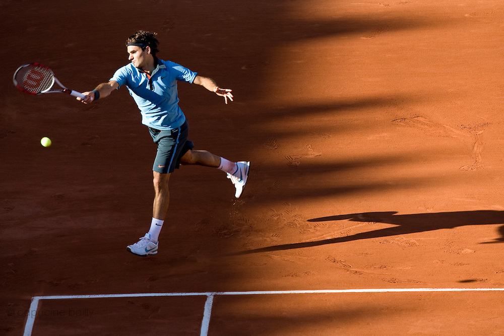 Paris, France. May 30th 2009. .Roland Garros - Tennis French Open. 3rd Round..Swiss player Roger Federer against Paul Henri Mathieu