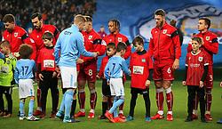 Kevin De Bruyne of Manchester City shakes hands with Bobby Reid - Mandatory by-line: Matt McNulty/JMP - 09/01/2018 - FOOTBALL - Etihad Stadium - Manchester, England - Manchester City v Bristol City - Carabao Cup Semi-Final First Leg