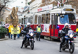 21.11.2014, Wieden, Wien, AUT, Greenpeace-Aktion zu TTIP: Trojanisches Pferd zieht durch Wien, im Bild Polizei vor Greenpeace Aktivisten mit Trojanischen Pferd // Police in front of greenpeace activists with trojan horse during protest action of Greenpeace with Trojan Horse against TTIP in Vienna, Austria on 2014/11/21, EXPA Pictures © 2014, PhotoCredit: EXPA/ Michael Gruber