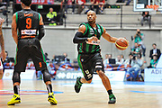 DESCRIZIONE : Final Eight Coppa Italia 2015 Desio Quarti di Finale Olimpia EA7 Emporio Armani Milano - Sidigas Scandone Avellino<br /> GIOCATORE : Sundiata Gaines<br /> CATEGORIA : Palleggio Blocco<br /> SQUADRA : Sidigas Scandone Avellino<br /> EVENTO : Final Eight Coppa Italia 2015 Desio<br /> GARA : Olimpia EA7 Emporio Armani Milano - Sidigas Scandone Avellino<br /> DATA : 20/02/2015<br /> SPORT : Pallacanestro <br /> AUTORE : Agenzia Ciamillo-Castoria/L.Canu