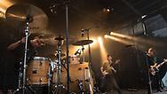 Jonas Schramm Bassist von VAN HOLZEN; Das Newcomer-Trio um Florian Kiesling produziert einen deutschsprachigen Mix aus old- und newschooligem Alternative Rock. Die Zauberformel ihres sehr jungen Sounds ist lautet: Reduziert, ehrlich, handgemacht – und dabei sehr, sehr straight. #VAN-HOLZEN #toa