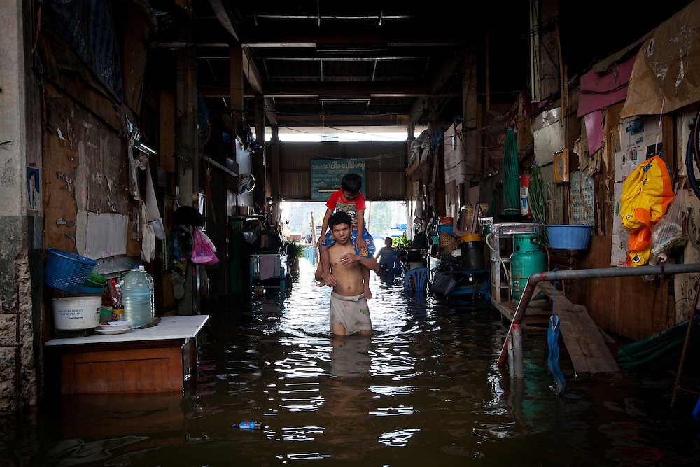 Prime Minister Yingluck Shinawatra told the crisis had now reached a critical point for Bangkok. The Chao Phraya River is already at record high level in places and many parts of the capital could be in danger by the weekend.///Residents near Chao Phraya River wade through knee-deep high water to get out of their homes.