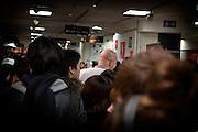 Tokyo, Japon, 30 janvier 2010 - Salon du chocolat au grand magasin Isetan, Shinjuku, 2 semaines avant la St Valentin. Les chef patissiers francais sont à l'honneur avec 25% des stands.
