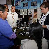 Toluca, México.- Arrancaron las actividades de la Expo Salud y Atención Médica instalada en la Plaza de los Mártires  en donde los visitantes podrán realizarse chequeos médicos, encontrar servicios de salud entre otras actividades. Agencia MVT / Crisanta Espinosa
