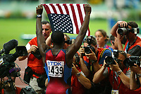 Athletics, 26. august 2003, VM Paris, World Championship in Athletics,  Jerome Young, USA, 400 metres, illustrasjon, fotografer, fotograf,  presse, flagg, amerikansk flagg, jubel