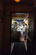 New York, speakeasy bar, La Esquina's speakeasy basement bar in Nolita/ La Esquina's  Bar et restaurant du style speakeasy , epoque prohibition