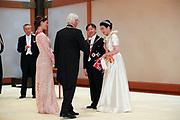 De Japanse keizer Naruhito heeft officieel de troon aanvaard en de belofte afgelegd dat hij zijn plicht als symbool van de staat zal vervullen. De 59-jarige Naruhito deed dat in een eeuwenoude ceremonie in de belangrijkste zaal van het keizerlijke paleis in Tokio in aanwezigheid van staatshoofden en gasten uit meer dan 180 landen.<br /> <br /> The Japanese emperor Naruhito has officially accepted the throne and made the promise that he will fulfill his duty as a symbol of the state. The 59-year-old Naruhito did that in an ancient ceremony in the main hall of the Imperial Palace in Tokyo in the presence of heads of state and guests from more than 180 countries.<br /> <br /> Op de foto / On the photo:   Victoria of Sweden and her father Carl XVI Gustaf of Sweden