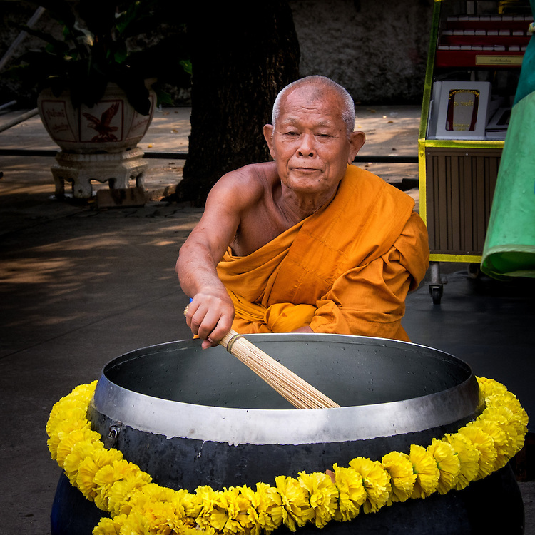 A monk prepares to give a blessing at Wat Phra Phutthabat in Saraburi, Thailand, Feb 13, 2014