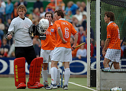 05-06-2005 HOCKEY: FINALE PLAYOFFS: BLOEMENDAAL-ORANJE ZWART: BLOEMENDAAL<br /> De hockeyers van Oranje Zwart zijn voor het eerst in hun bestaan landskampioen geworden. De Eindhovense club klopte Bloemendaal in het beslissende play-off-duel met 3-1 / <br /> Jaap Sockmann<br /> ©2005-WWW.FOTOHOOGENDOORN.NL