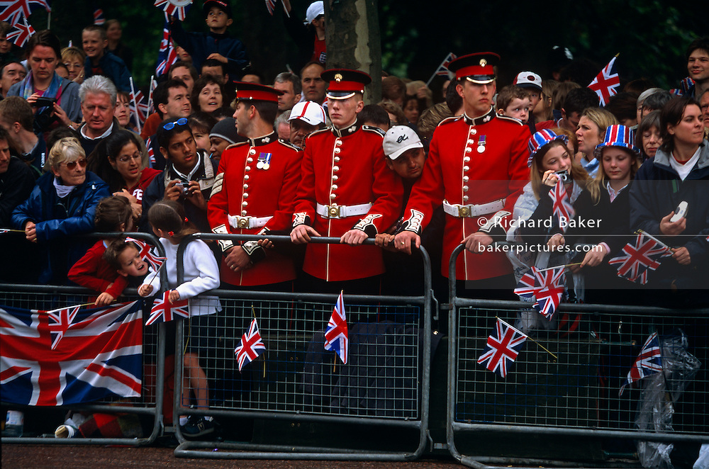 Royalist crowds gather in the Mall for occasion of Queen's Golden (50th anniversary) Jubilee