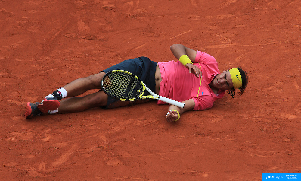 Rafael Nadal, Spain slips and falls during his four set loss to Robin Soderling, Sweden during the round four match at the French Open Tennis Tournament at Roland Garros, Paris, France on Sunday, May 31, 2009. Photo Tim Clayton.